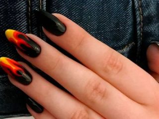 Модный черный маникюр [year] года