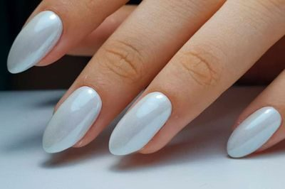 Белый маникюр, нежность и изысканность на кончиках твоих пальцев.