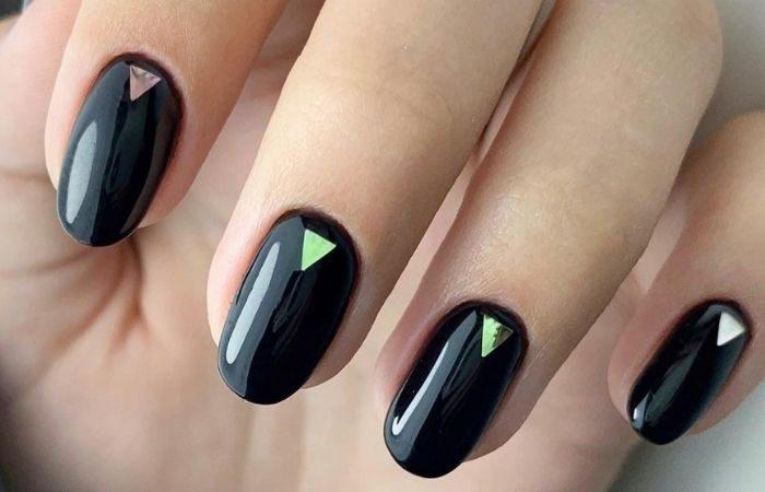 дизайн ногтей с геометрией