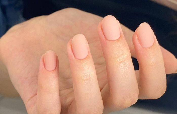 нюдовый цвет ногтей